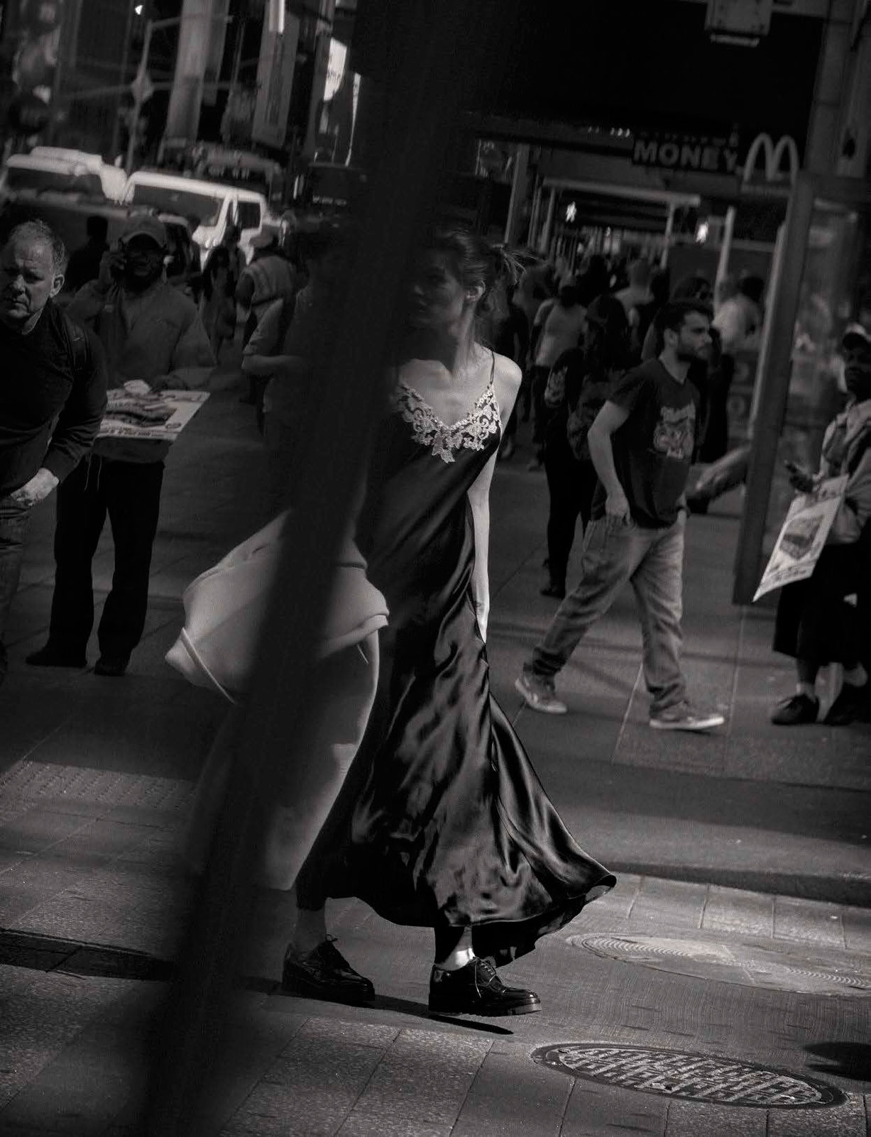 Isabeli Fontana - Walking by Peter Lindbergh - Vogue Italia october 2016