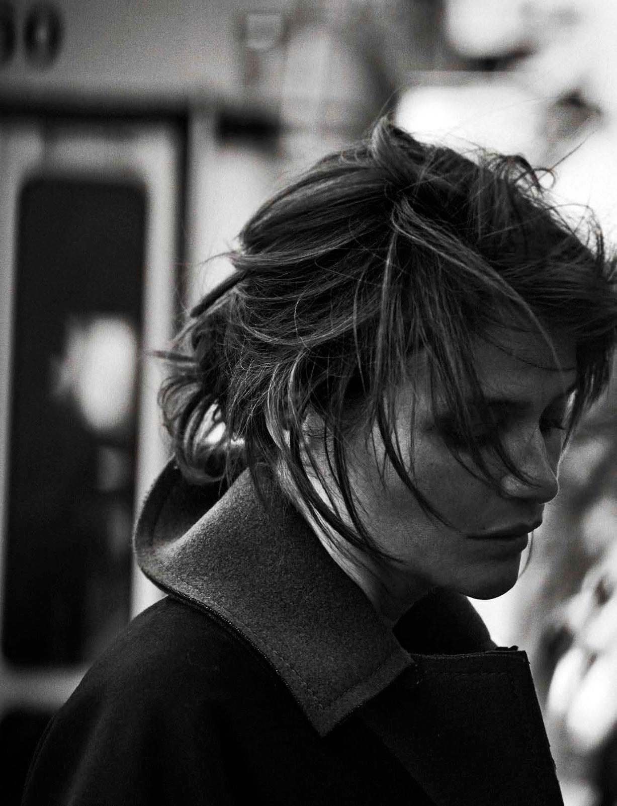 Helena Christensen - Walking by Peter Lindbergh - Vogue Italia october 2016