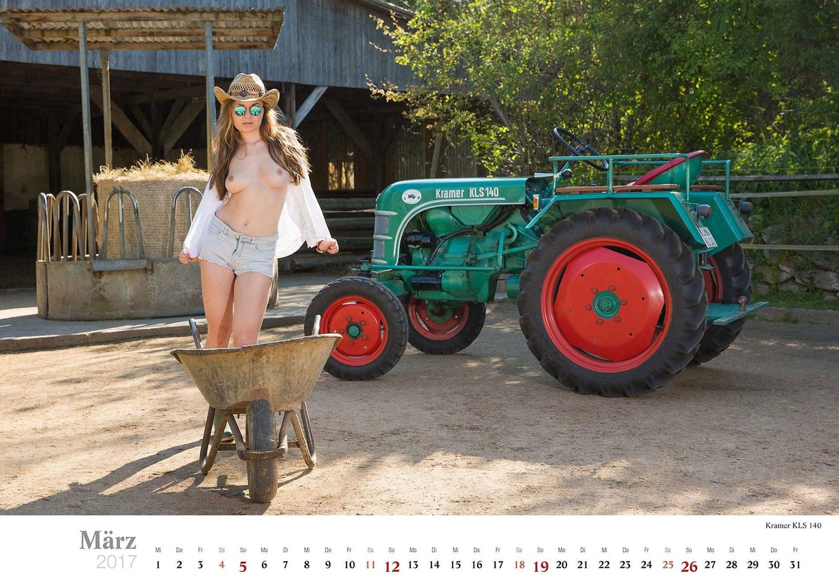 Девушки и трактора в эротическом календаре 2017 / Kramer KLS 140 - Jungbauerntraume calendar 2017