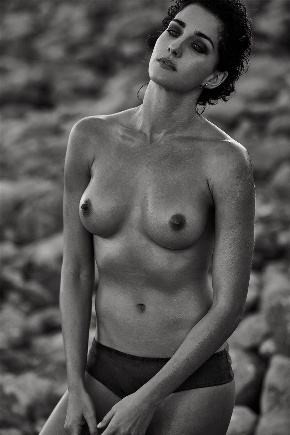 Обнаженные девушки на пляжах Ибицы / Ibiza Nudes by Diane Betties - Laura