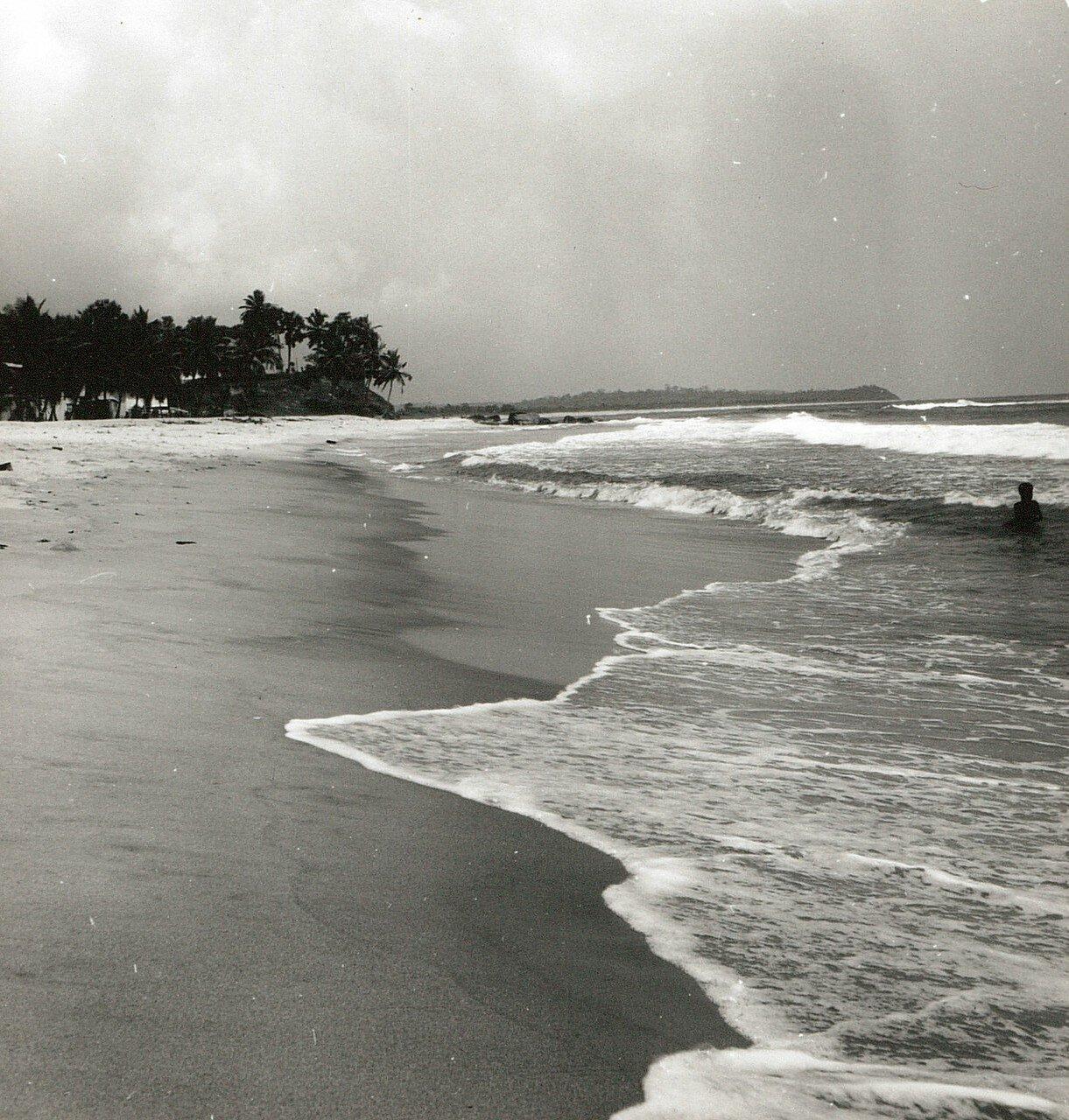 Сасандра. Прибой на песчаном пляже