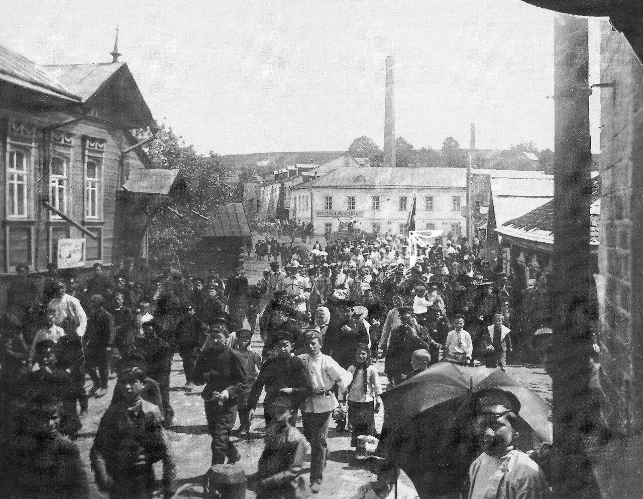 Парад Пригородного пожарного общества в Рачевском предместье. 1908