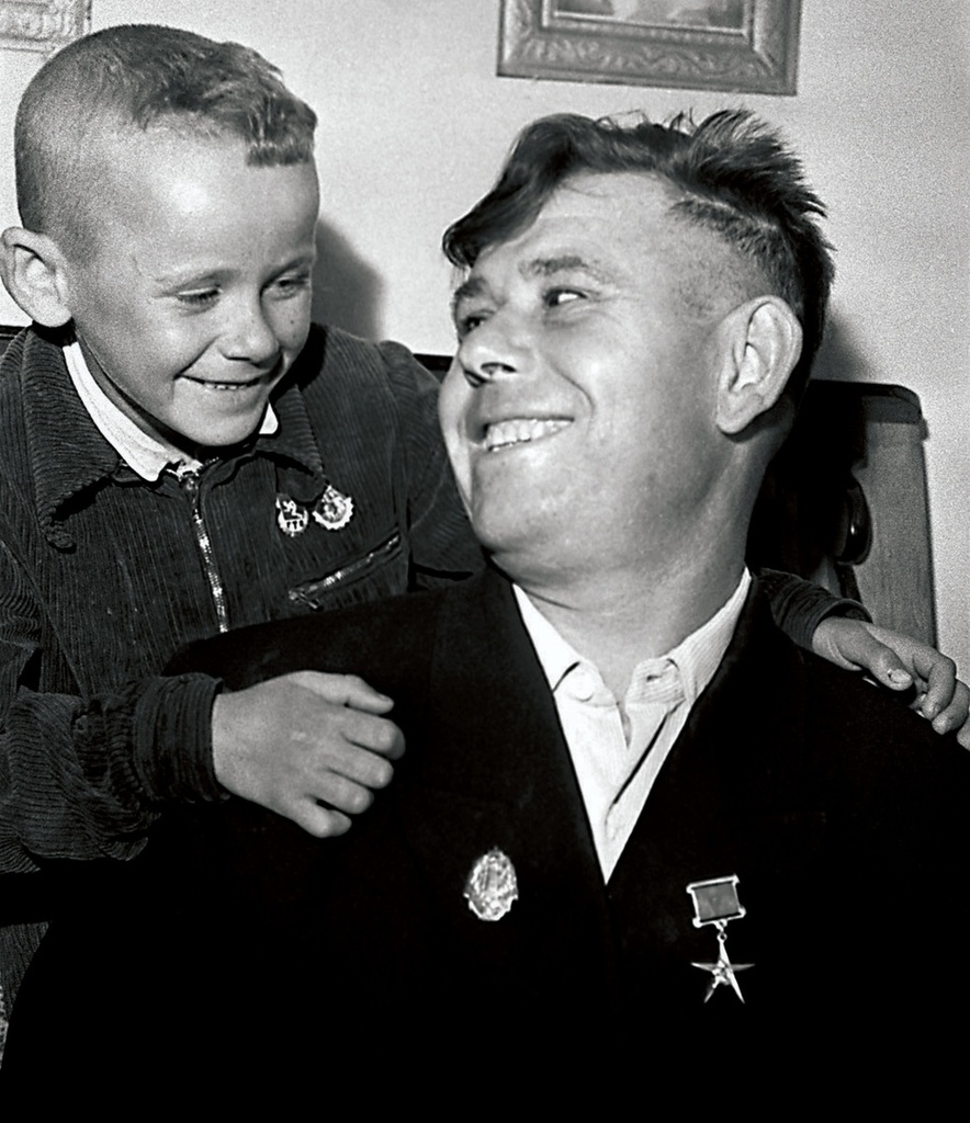Магнитогорск. Отец и сын — почетные значкисты