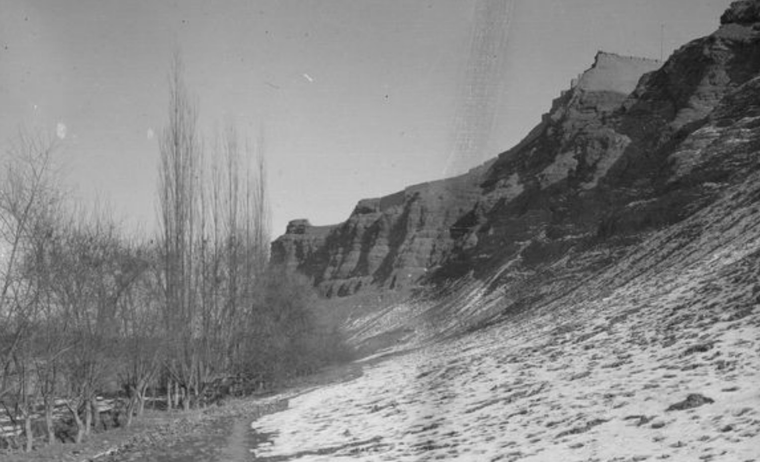 Учтурфан. Цитадель и ее северная стена. Вид с северо-запада