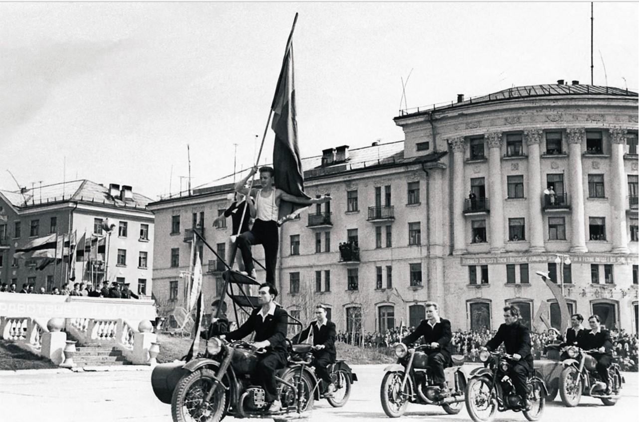 Златоуст-20. Первомайская демонстрация (1958)