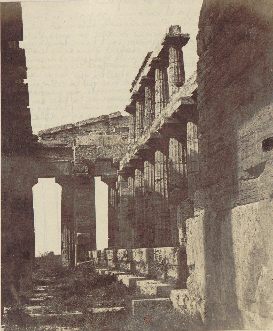 Пестум. Внутри храма Геры-II