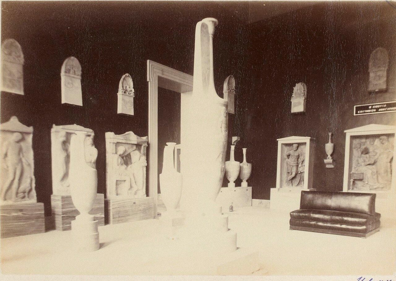 102. Надгробные стелы и вазы