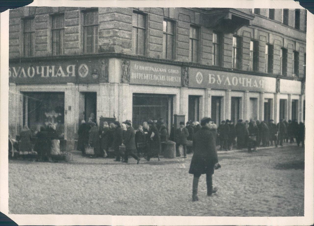 1930. Очередь за хлебом на улицах Ленинграда