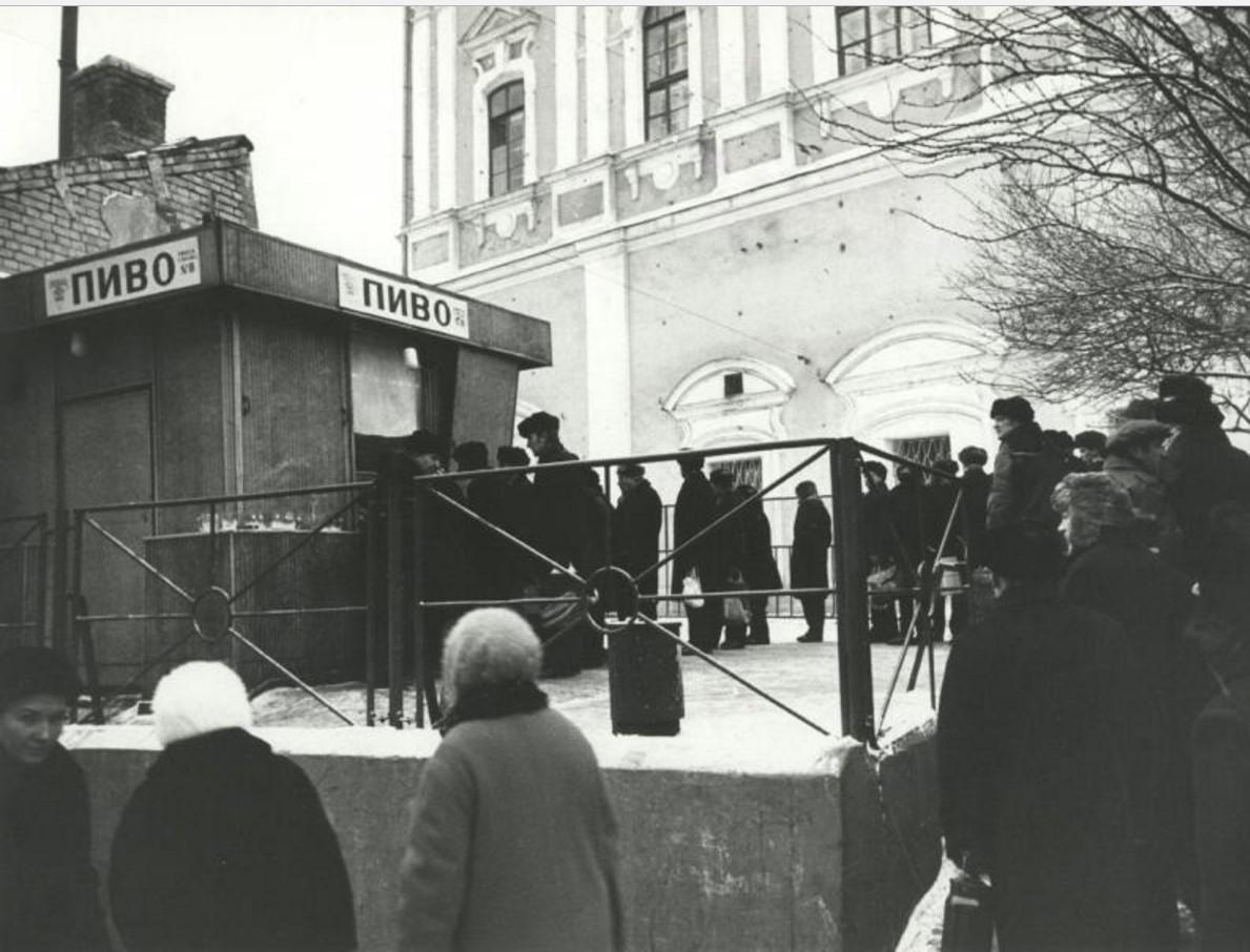 1973. Очередь за пивом. Улица Чернышевского