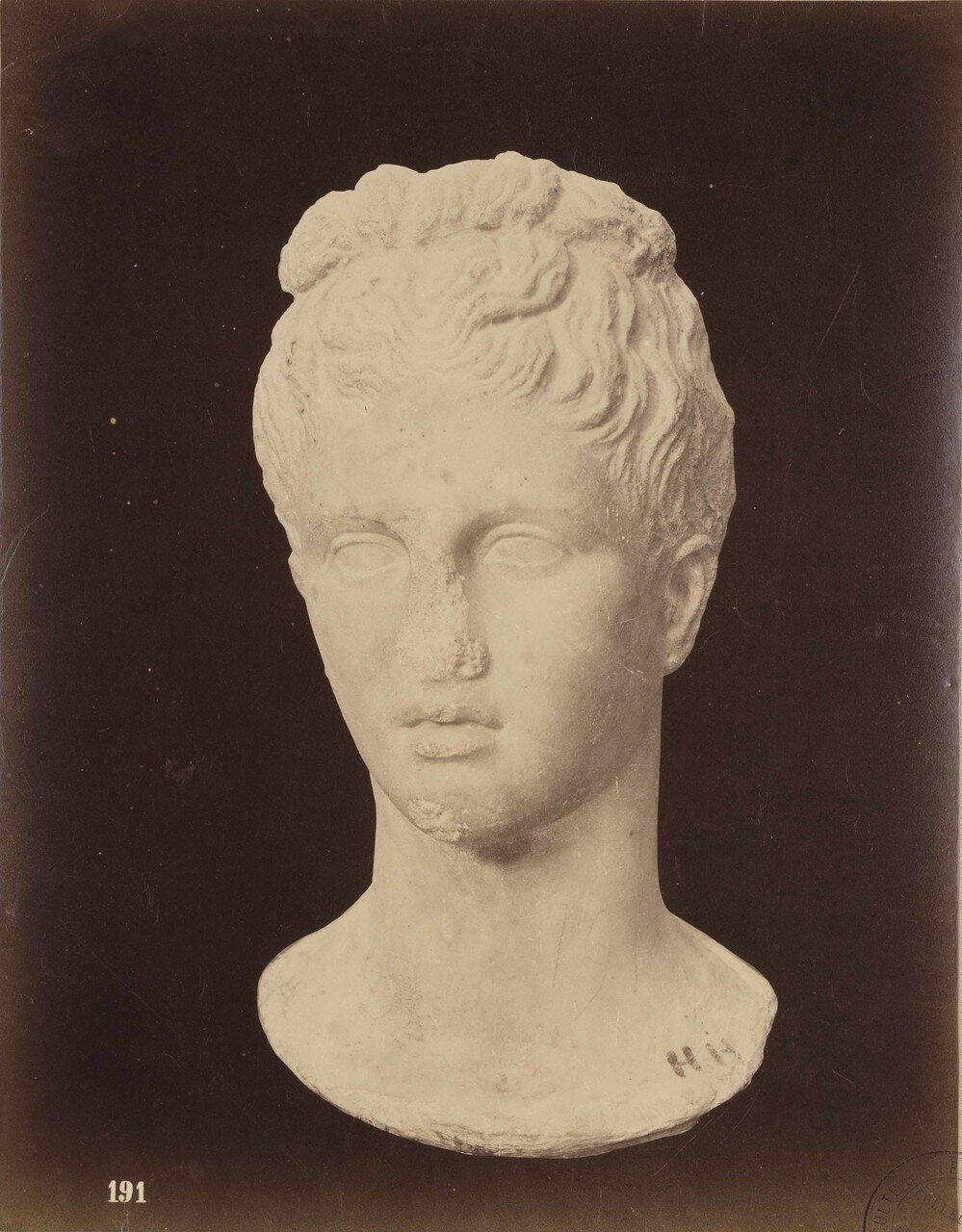 126. Женская голова (фрагмент)