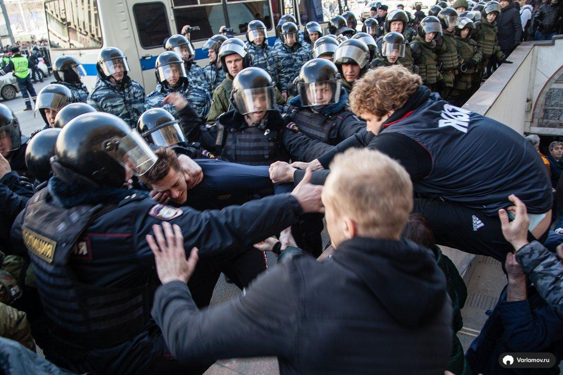 26 марта, 2017, антикоррупционный митинг, Полиция и демонстранты(1) Пушкинская площадь.