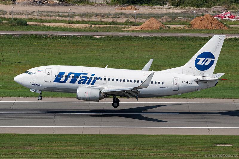 Boeing 737-524 (VQ-BJS) ЮТэйр D805270a