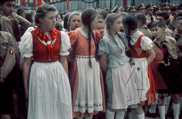 stock-photo-ww2-color-bdm-hitler-youth-uniform-political-parade-meeting-flag-costume-girls-innsbruck-austria-1938-8156.jpg