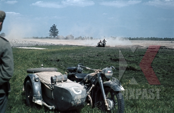 stock-photo-german-bmw-r75-motorbike-with-sidecar-military-messengers-kradmelder-3rd-panzer-division-beresina-1941-12282.jpg