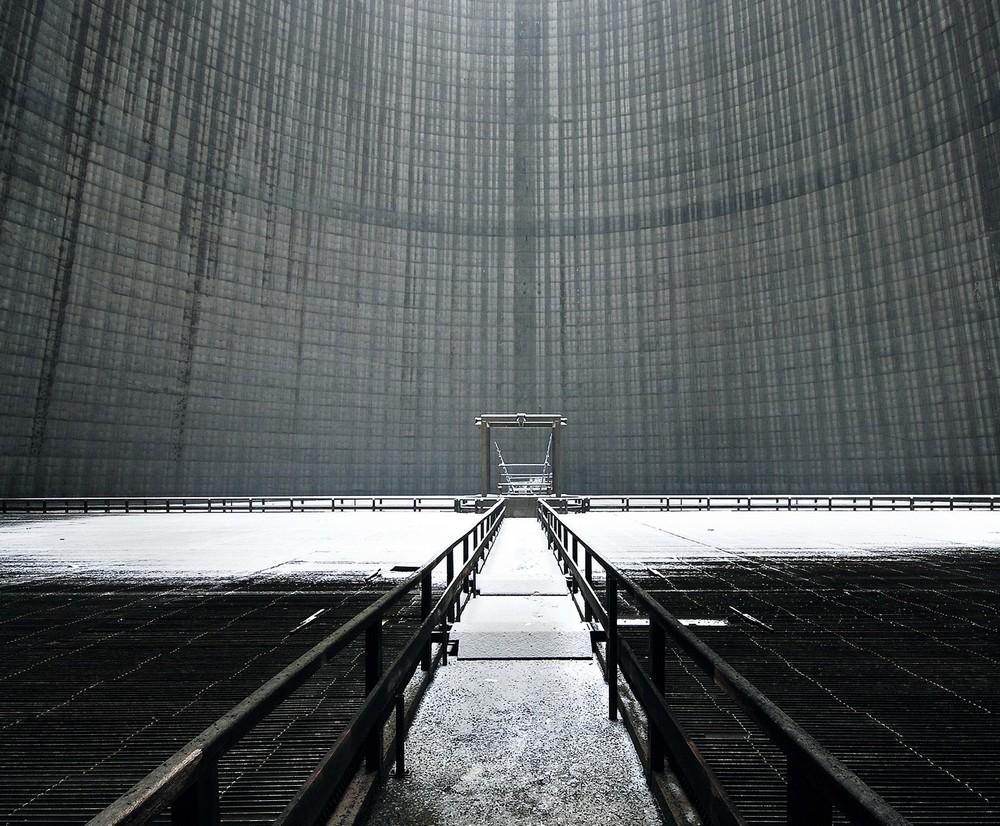 На дне заброшенных охладительных башен