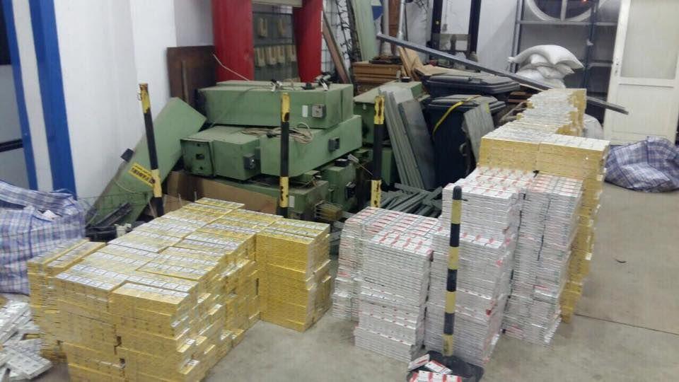 Венгерские пограничники задержали тонну контрабандного янтаря из Украины