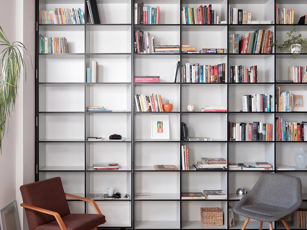 modern-apartment-wiht-hidden-room-1-1360x1020.jpg