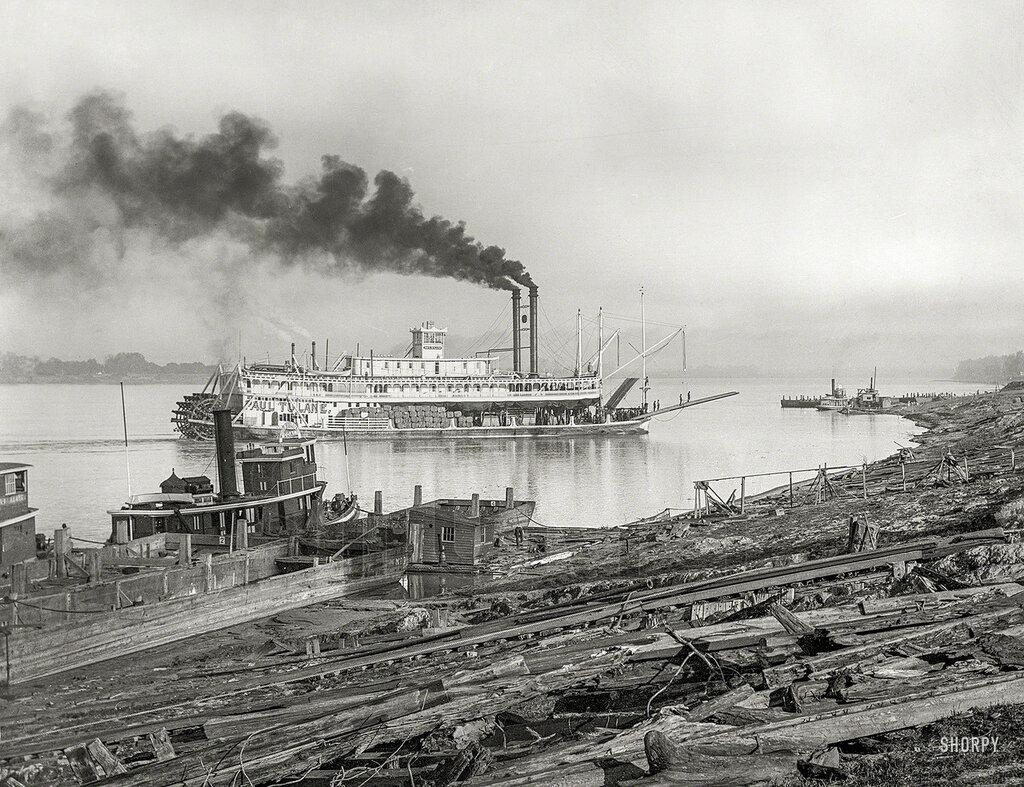 Circa 1910. The levee at Baton Rouge -- sternwheeler Paul Tulane.