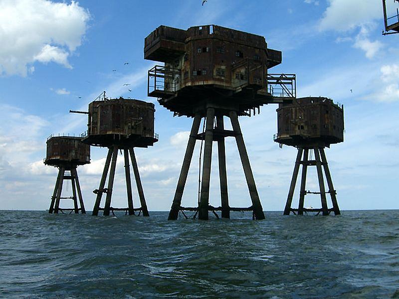 6. Форты в устье Темзы и Мерси строились для защиты двух важнейших портов, через которые осажденный