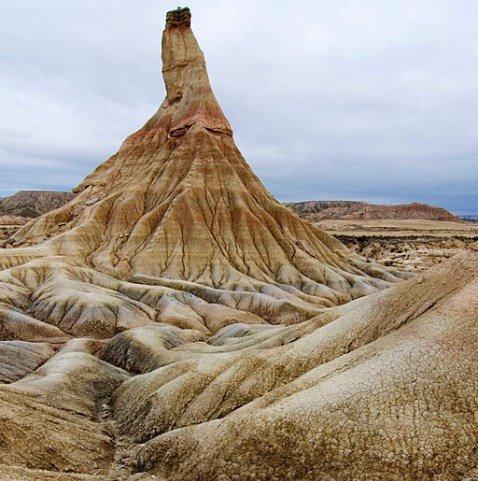 Необычный и уникальный ландшафт Барденас-Реалес (Bardenas Reales) в провинции Наварра — это На