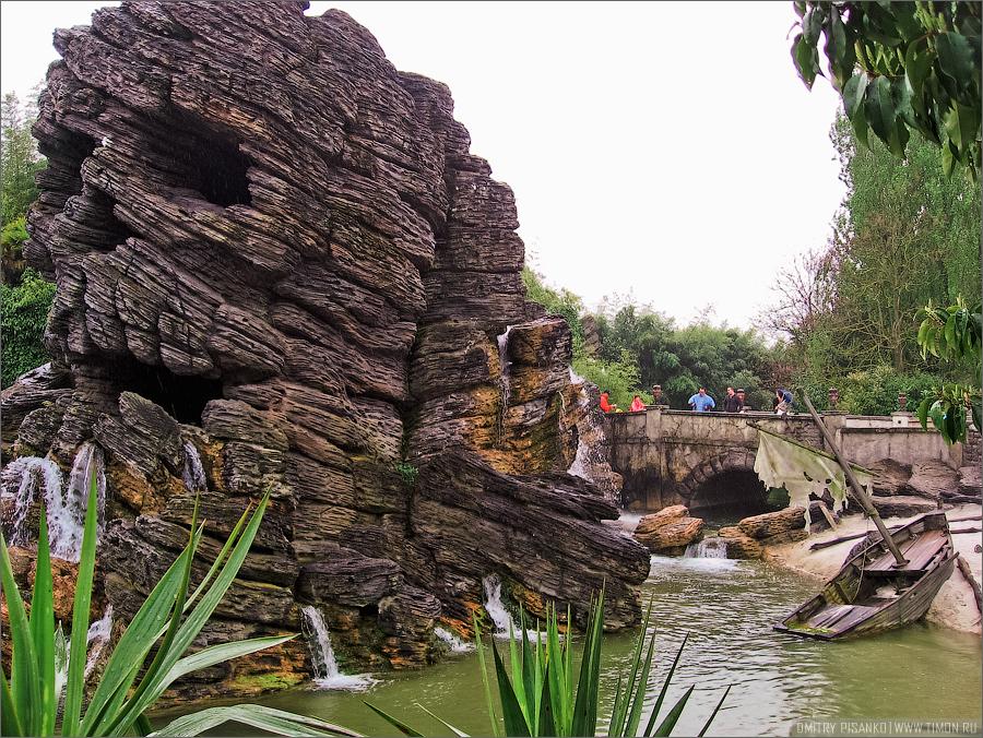 5. Аттракцион Indiana Jones and the Temple of Peril (Индиана Джонс и Храм опасности), по моему там д