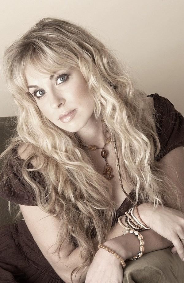 37-е место: Кэндис Изралоу, более известная как Кэндис Найт / Candice Night, — американская певица,
