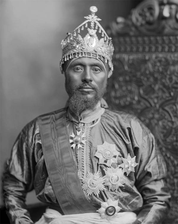 Отец Хайле Селассие I рас Мэконнын. Тэфэри Мэконнын (под таким именем Хайле Селассие I был известен