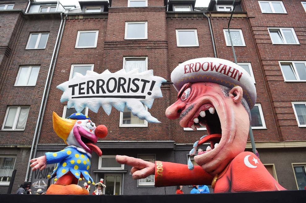 9. Само слово «карнавал» — испанского происхождения, хотя, что оно означает — вопрос спорный. Е