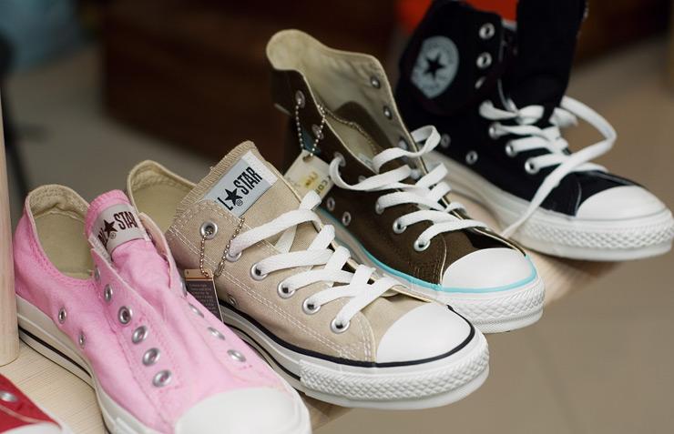 Компания Конверс на обувном рынке мира работает на протяжении длительного времени. Вот уже больше 11