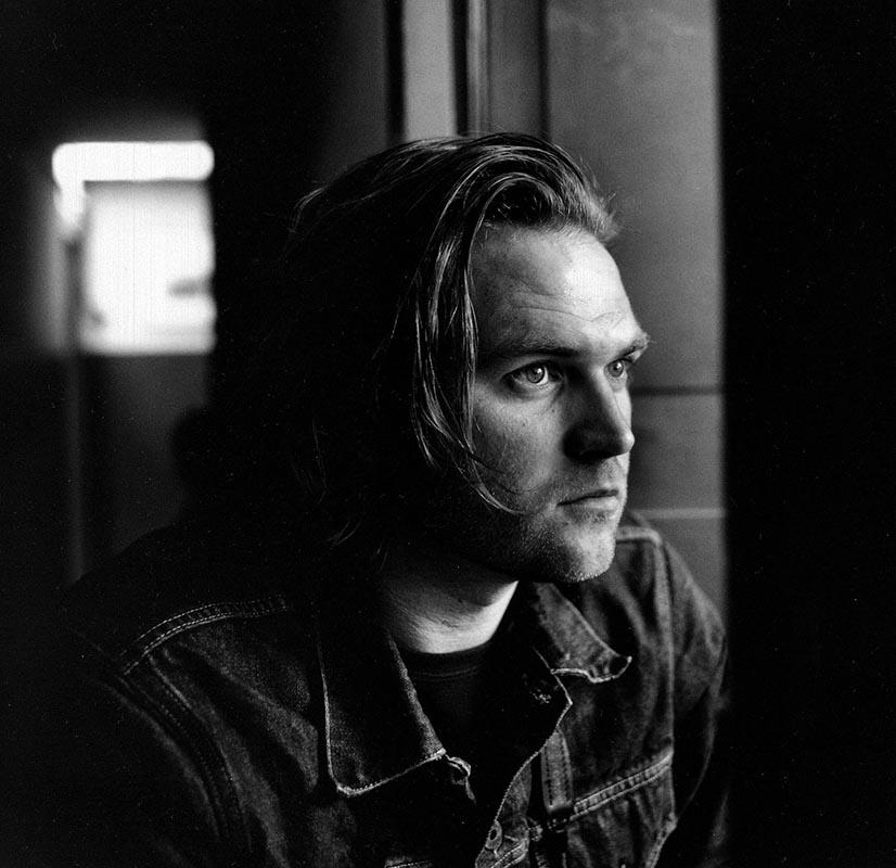 Стивен Дюпон. В 2004 году он со своим коллегой-фотографом приехал в Порт-Морсби в надежде на горячий