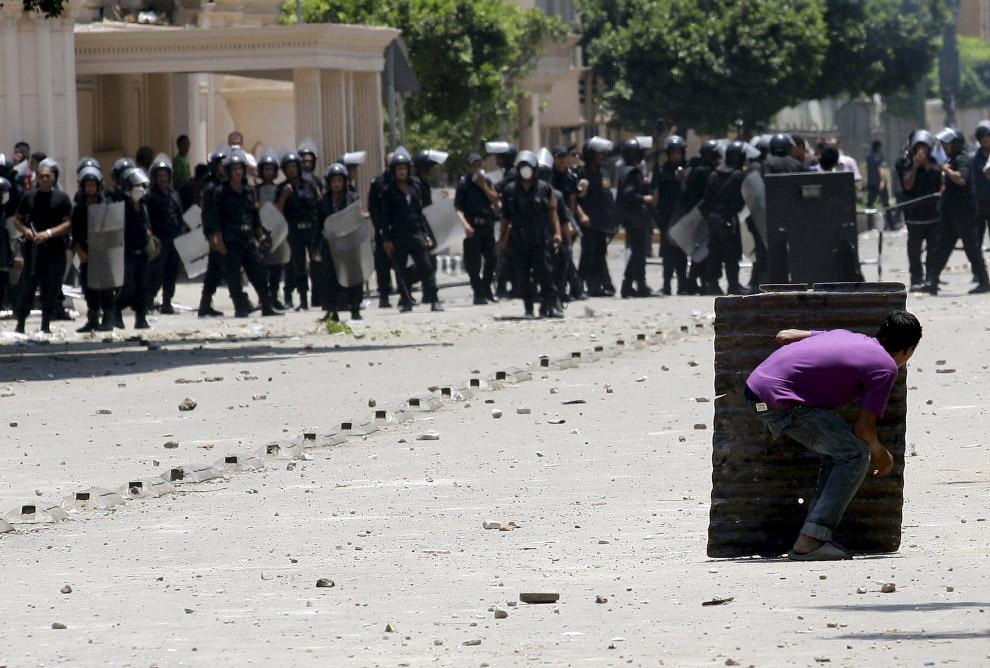 13. Интеллигентно. Акция в Касабланке, 29 мая 2011. (Фото Reuters | Macao):