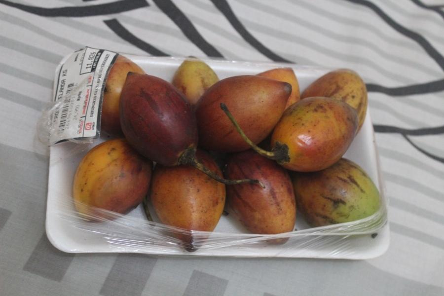 Интересная штука из Индонезии, хотя по-индонезийски она называется «голландский фрукт». Ещ