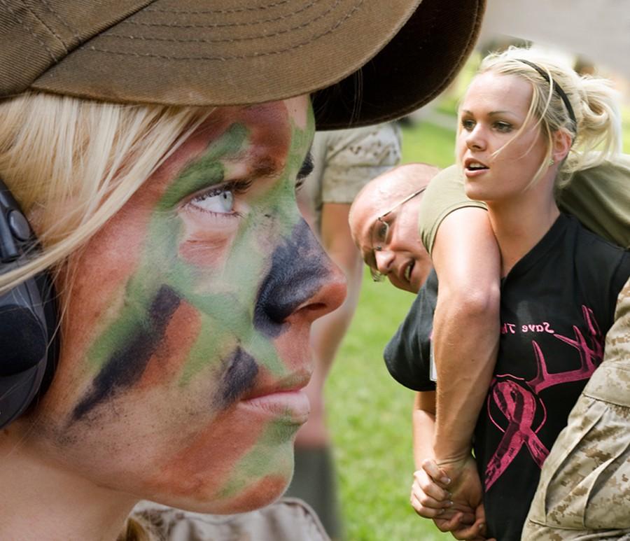 Жены морских пехотинцев на один день заменили мужей (55 фото)