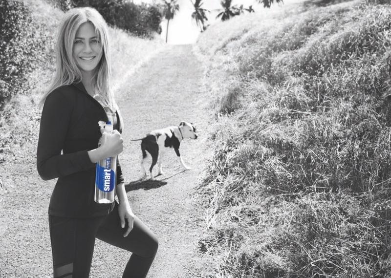 Дженнифер Энистон в рекламе Smartwater