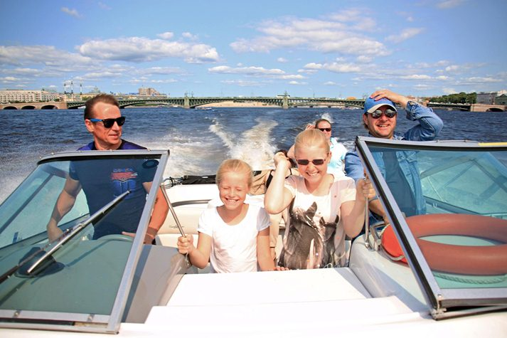 Аренда катера в Петербурге, прогулки по рекам и каналам (1 фото)