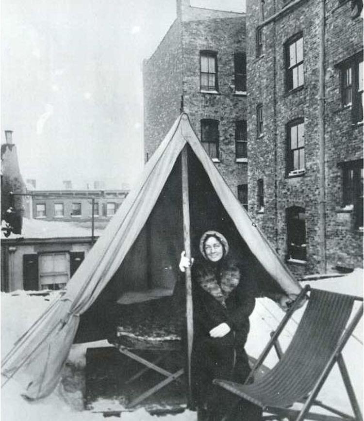 Женщина, болеющая туберкулезом, живет на крыше.
