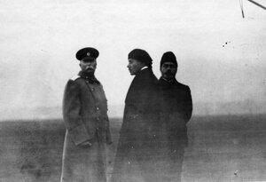 Группа участников праздника  в центре - летчик М.Н.Ефимов, слева генерал А.В.Каульбарс.