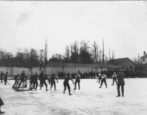 Состязания хоккейных команд Англии Нева и России Нарва на кубок Лиги хоккеистов на катке любителей спорта. 1913-1914