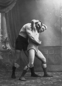 емонстрация борцовских приемов. Слева - чемпион мира И.Заикин
