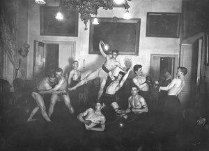 Пирамида в исполеннии гимнастической группы Петербургского атлетического общества