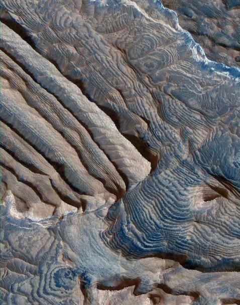 NASA опубликовало фотокарточку спутника Марса споверхности планеты