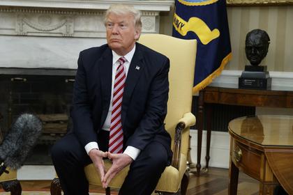 Трамп непросил экс-директора ФБР «выбросить изголовы» дело Флинна