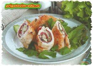 рецепт Рулетики с копченой колбасой и грибами