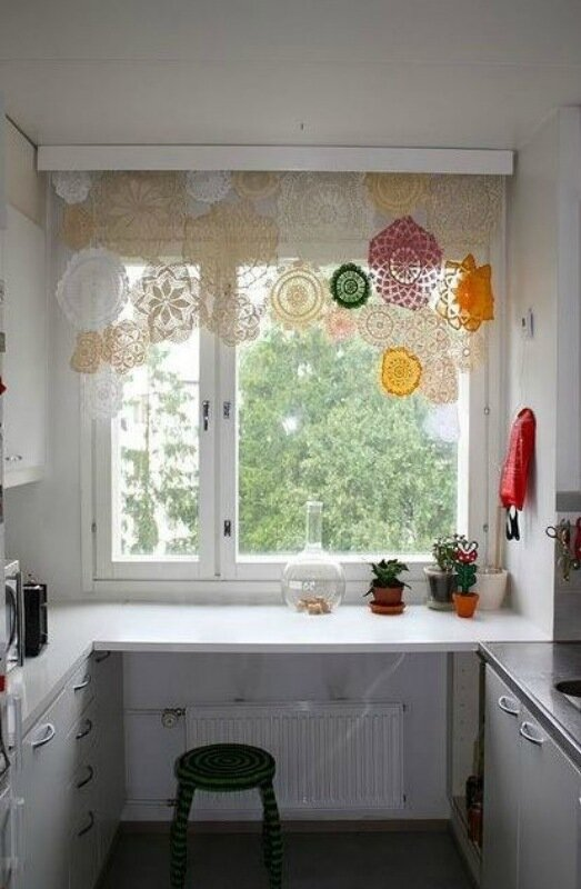 Вязаные салфетки в декоре интерьера