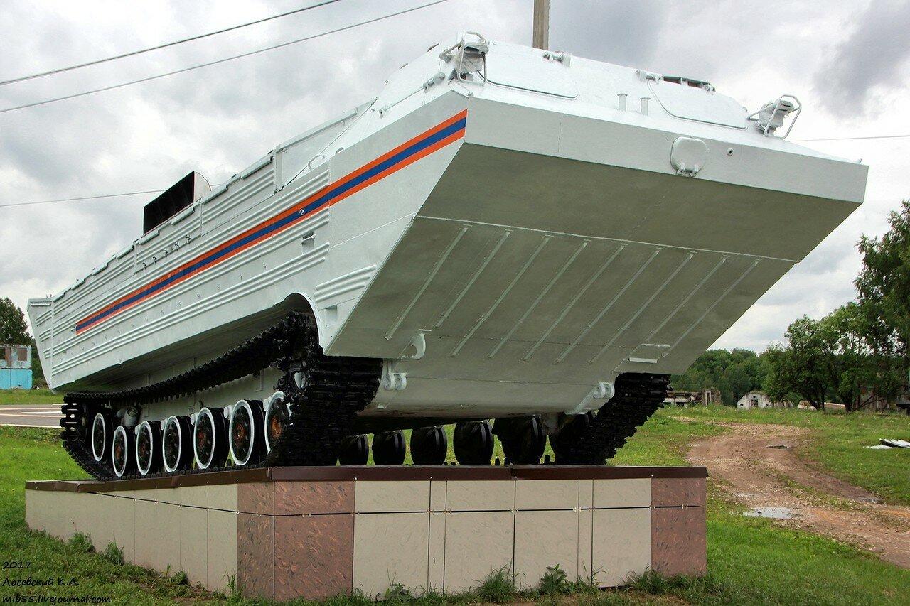 Транспортёр-памятник на полигоне МЧС