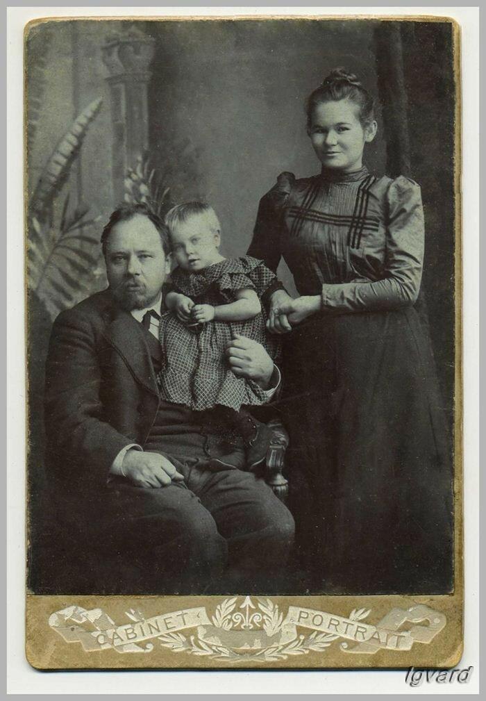 Алексей Васильевич Барышников с женой Марией Никандровной и дочерью