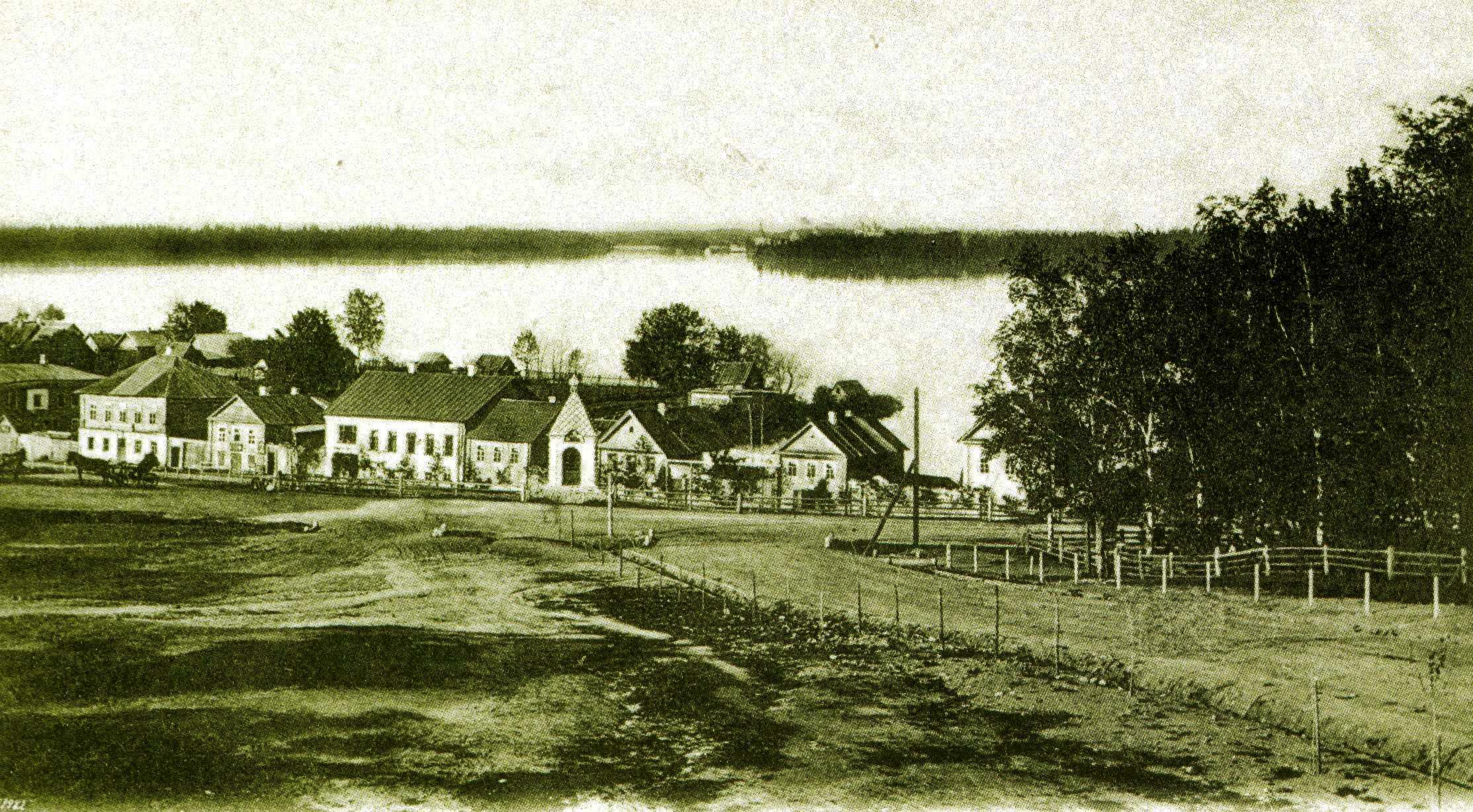 Вид на Валдайское озеро с Богоявленской улицы