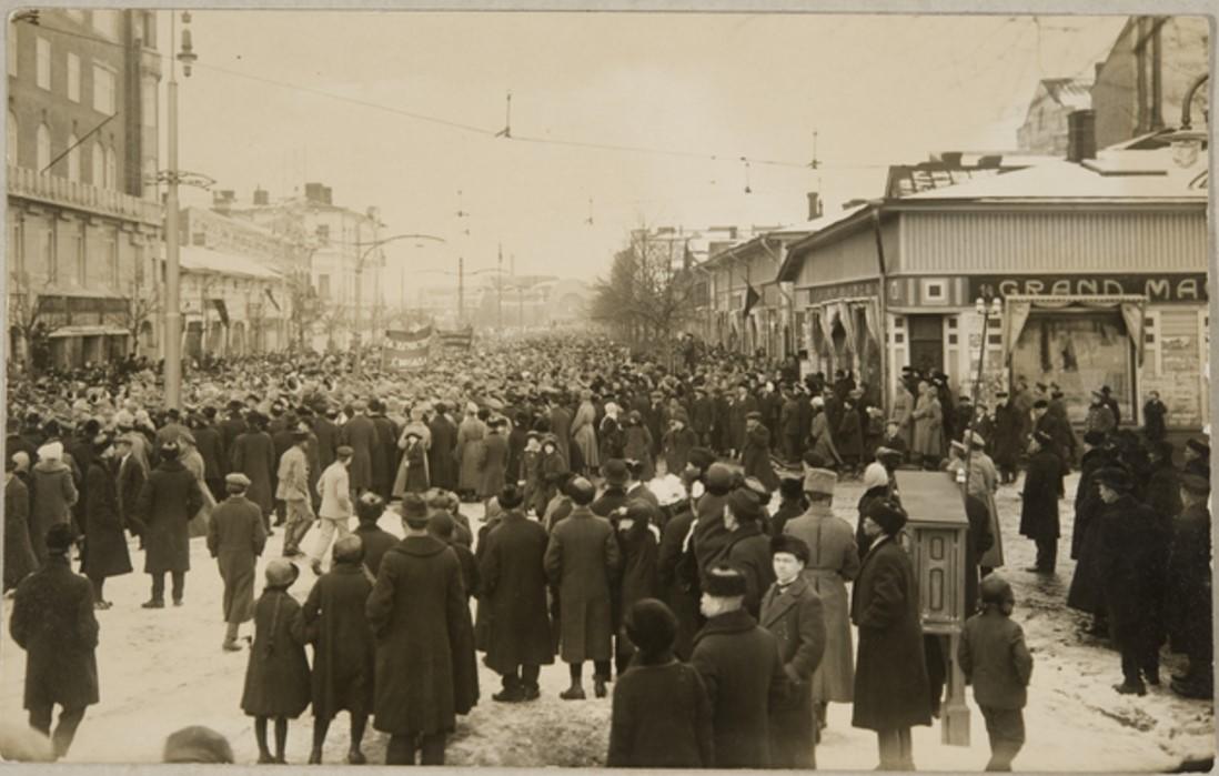 Празднование Февральской революции в Выборге. Улица Алексантеринкату