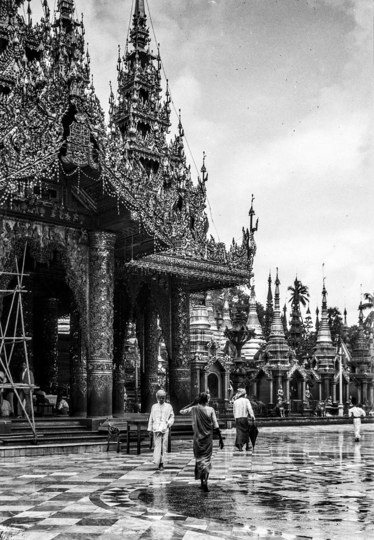 835. Рангун. Пагода Шведагон, Восточный храм