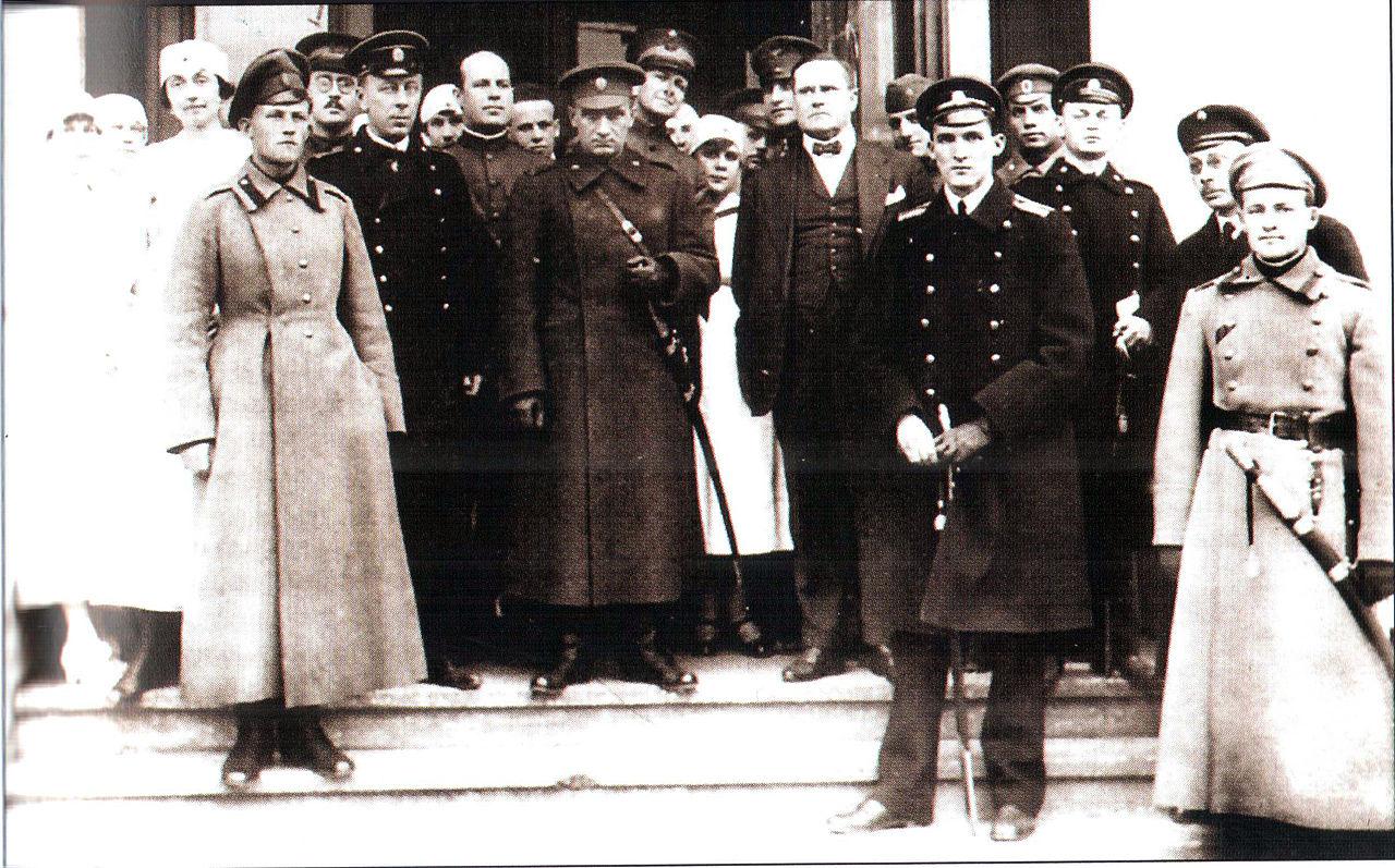 Адмирал Колчак, его офицеры и представители союзников. 1919 год
